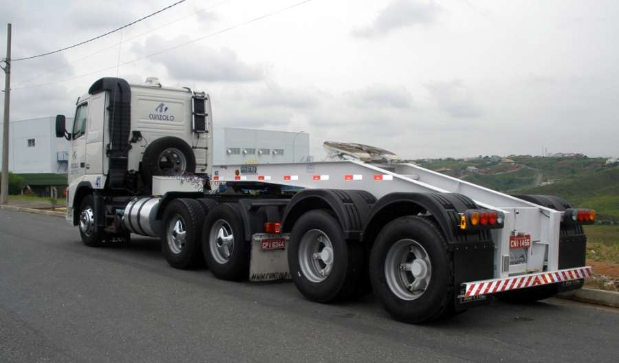 Dolly é o equipamento ideal para aumentar a capacidade da carga a ser transportada. Ele acopla em diversos tipos de pranchas, carrega-tudo ou semirreboques, dando maior capacidade de carga para o conjunto de transporte.