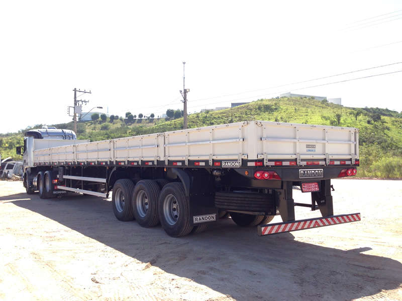 A carreta carga seca 03 eixos extensiva é indicada para o transporte de carga seca em geral, como: mercadorias encaixotadas ou paletizadas, chapas e barras de aço e grandes máquinas e peças.