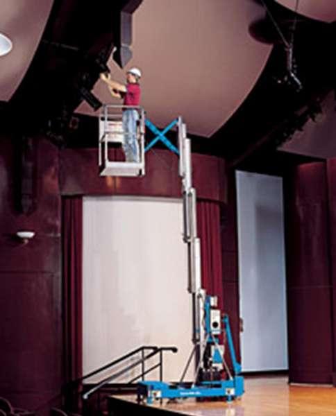 A plataforma IWP apresenta montagem rápida e se movimenta na área de trabalho com facilidade, mesmo que o local tenha portas em tamanho padrão. Ideal para manutenções, ambientes fechados, shoppings e para trocas de lampadas.