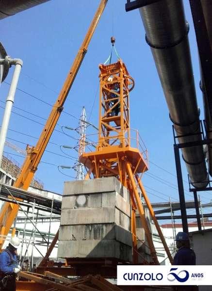 O Guindaste Industrial Broderson IC-250 com capacidade de 16,3 toneladas, realizou o içamento de peças em obra em São Paulo-SP.
