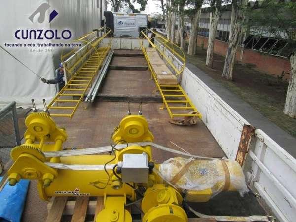 A Cunzolo realizou o içamento de uma ponte rolante. Esse trabalho foi realizado com o Guindaste Articulado Hiab 377, por possuir tamanho compacto, que ajudou no posicionamento do equipamento no local.