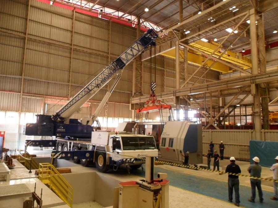 O Guindaste Rodoviário Tadano ATF 220 é um equipamento que comporta variadas configurações para atender diversos tipos de operações desde montagem de estrutura metálica até a indústria de pré-moldados.